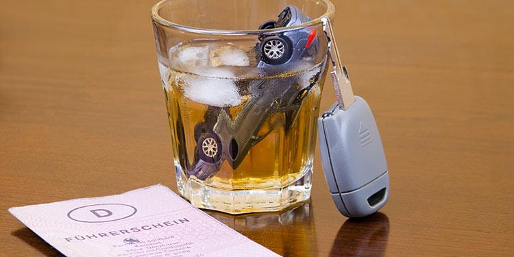 Alkohol am steuer kann zum führerscheinverlust führen